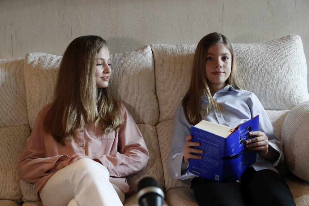 La princesa Leonor y la infanta Sofía celebran el Día del Libro