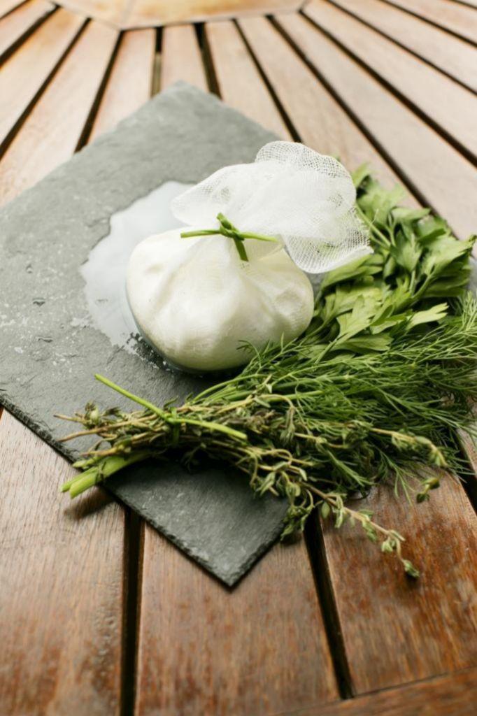 El yogur griego es un alimento excelente después de entrenar.