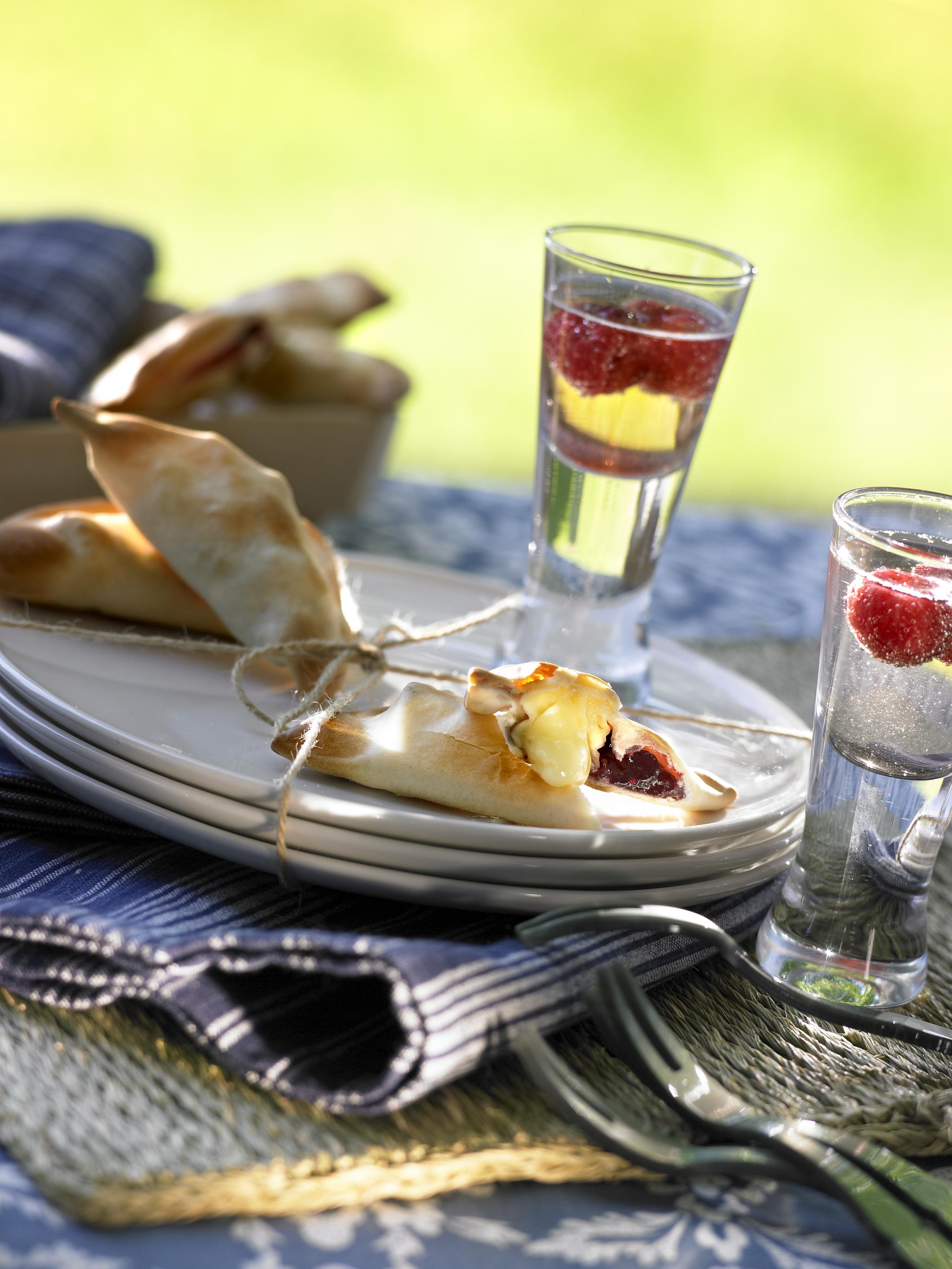 Empanadillas de queso brie y mermelada de frambuesa