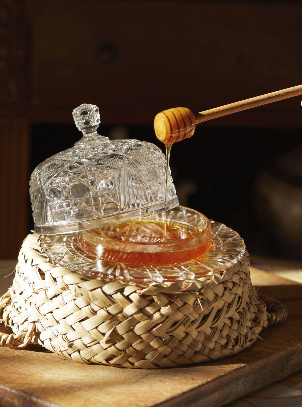 La miel de romero es otro genial ingrediente para aclarar e hidratar el pelo.
