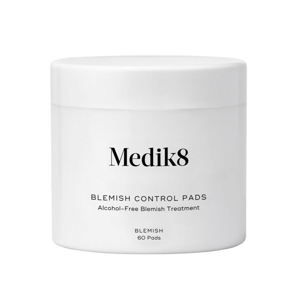 Blemish Control Pads de Medik8 (42,50 euros). Parches con ácido salicílico al 2 por ciento para romper el sebo y equilibrar, exfoliar, curar con alantoína e hidratar con glicerina. En farmacias.
