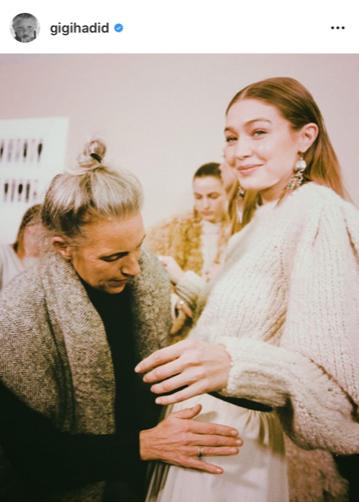 En el backstage del desfile de Isabel Marant, la diseñadora con Gigi.