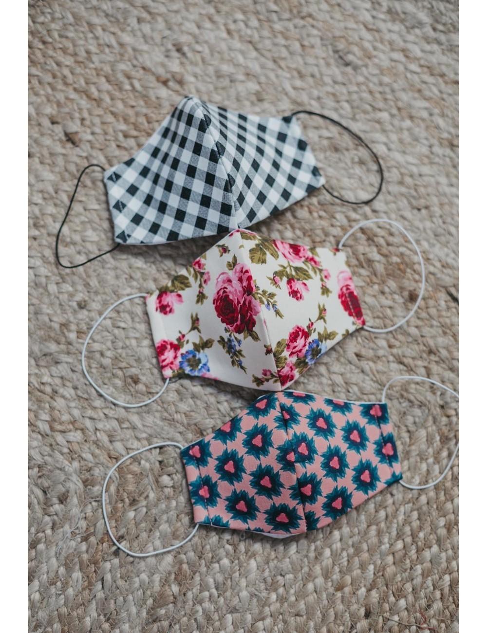 Mascarillas de algodón reutilizables diseñadas por Cherubina. Pack de tres.