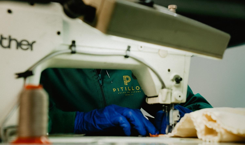 En la fabrica de Calzados Pitillos se han producido material sanitario que se ha distribuido por toda España.