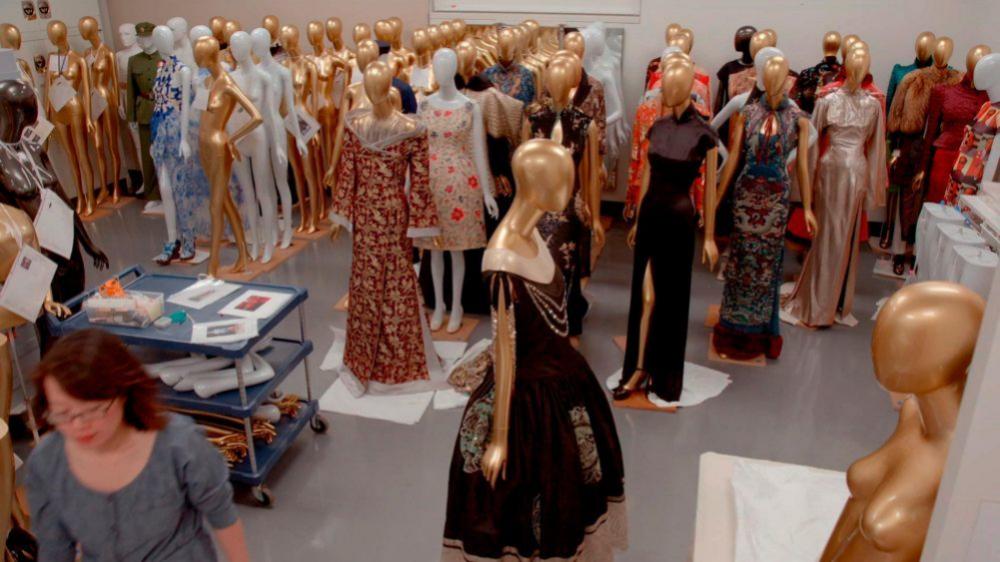 Preparación de la exposición China Through the Looking Glass en el MET.