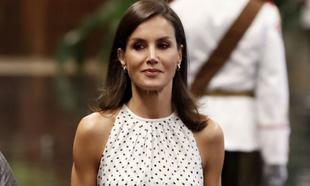 La reina Letizia luciendo piel bronceada durante su visita a Cuba el...