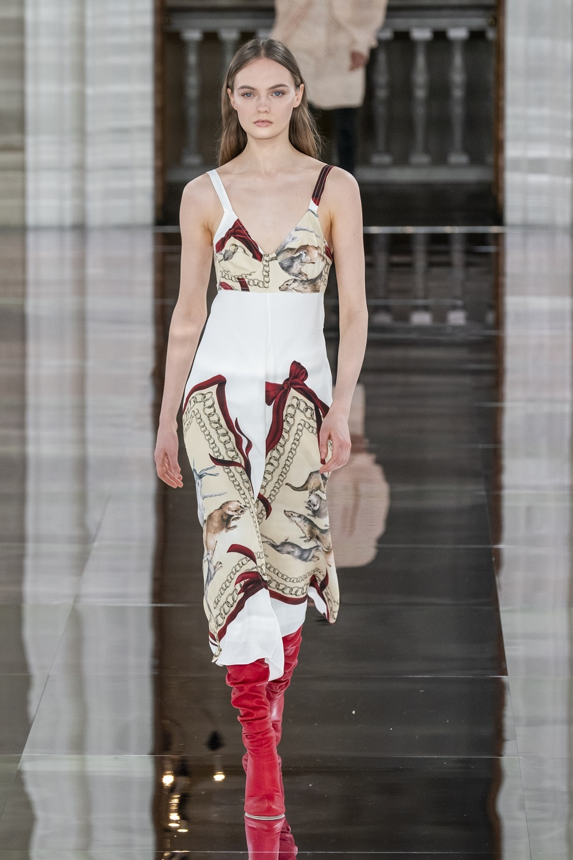 Vestido de la colección otoño-invierno 2020 de Victoria Beckham.