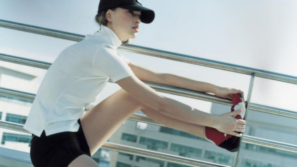 Estirando después de hacer ejercicio