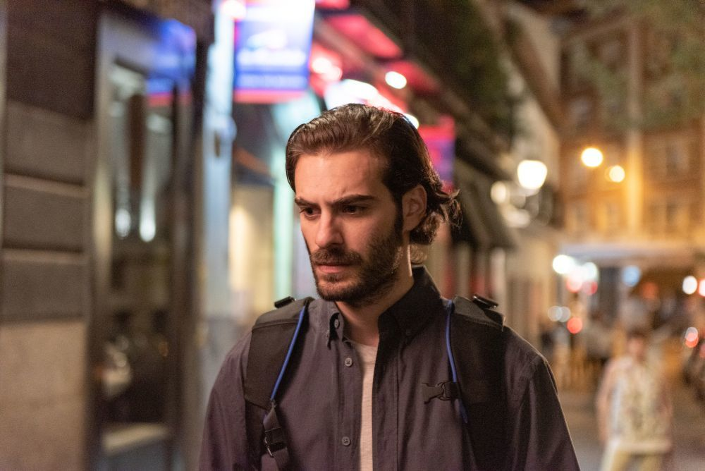 Ibrahim Al Shami encarna a Adrián, el marido de Valeria, la protagonista.