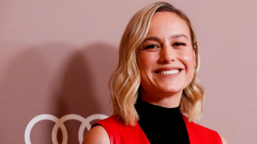 La actriz Brie Larsson con una melena midi con ondas de efecto rejuvenecedor.