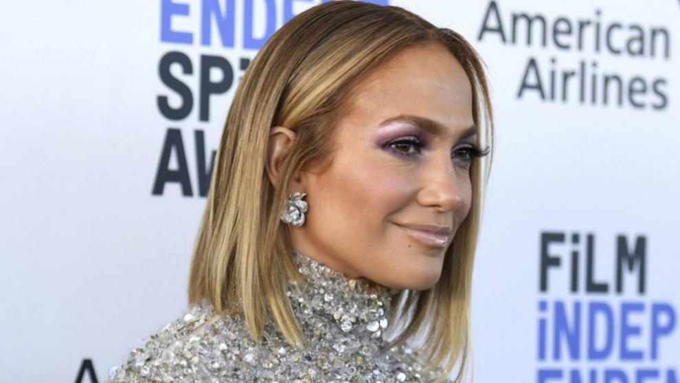 Jennifer Lopez con el corte con el que soñamos, una melena blunt long...