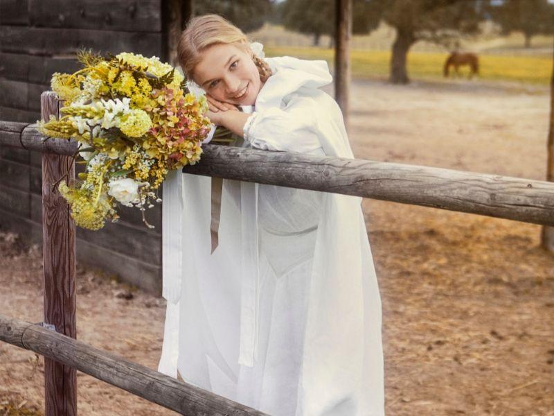 Una novia posa en el día de su boda.
