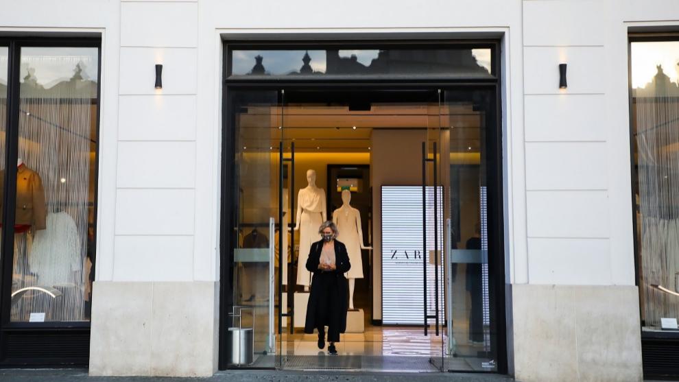 Las tiendas de Zara de menos de 400 metros cuadrados abrirán en...