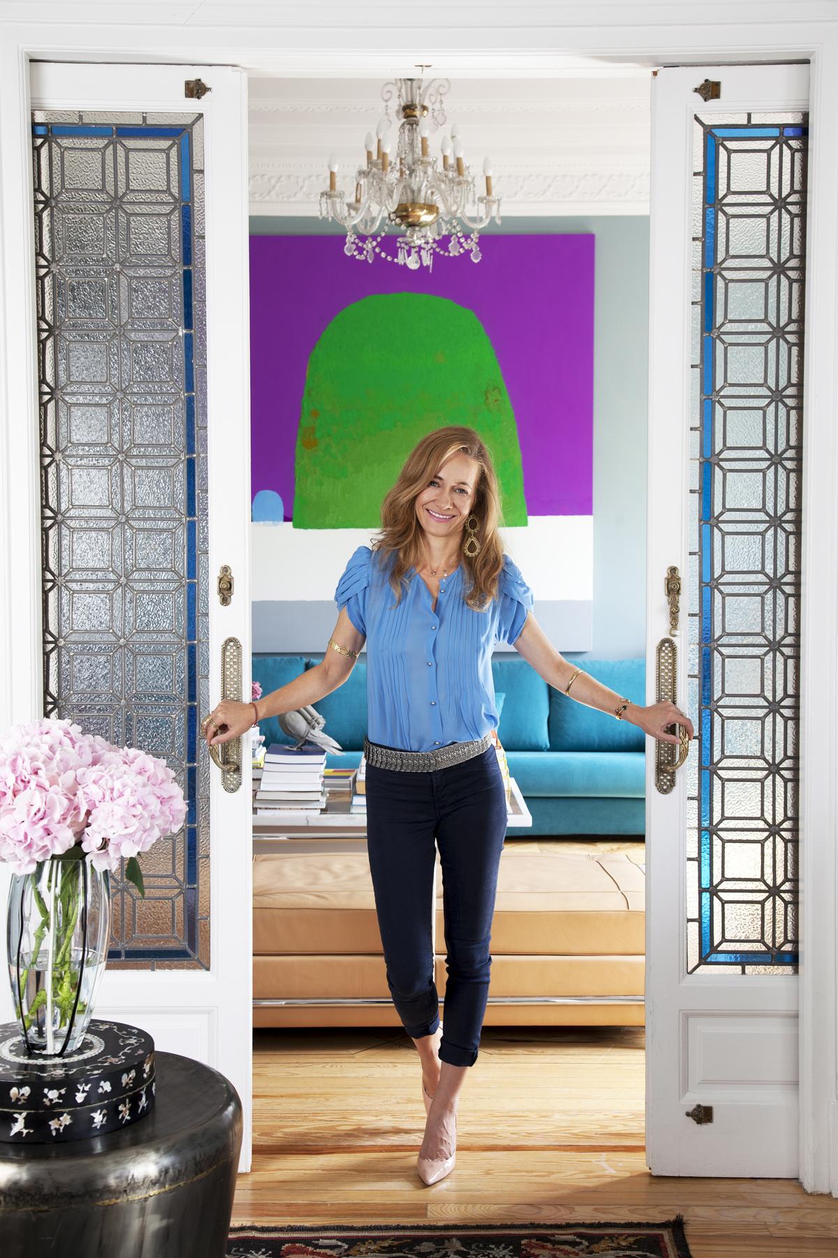 Las puertas correderas son la clave para una casa flexible, como la de Jimena Blázquez