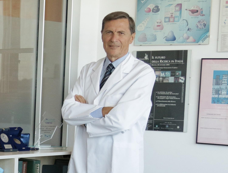 El profesor Mantovani coordina la investigación contra el coronavirus.