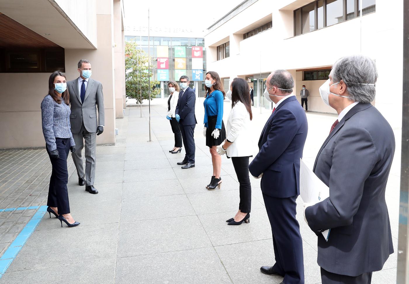 Los reyes han sido recibidos por la vicepresidenta  Teresa Ribera y el alcalde de Alcobendas, entre otros.