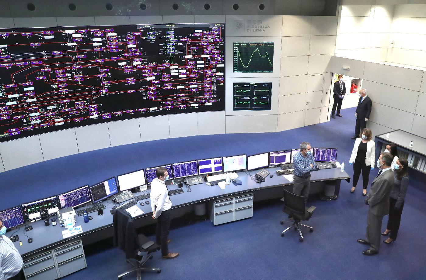 Los reyes durante su visita al Centro de Control del Sistema Eléctrico de Red Eléctrica de España.