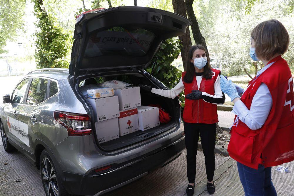 La reina Letizia, una voluntaria más de Cruz Roja