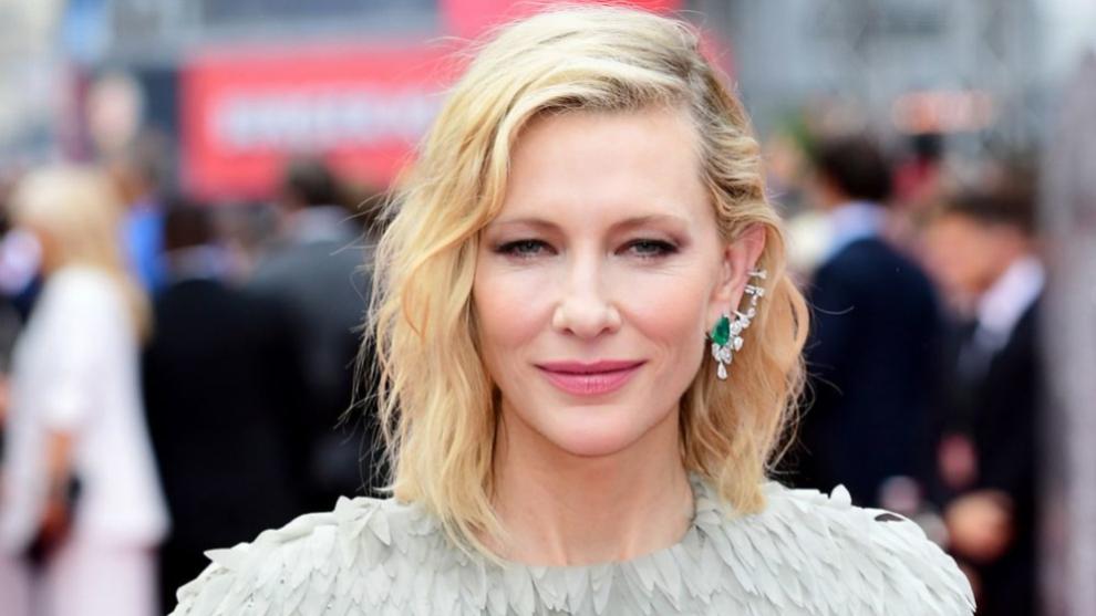 La actriz Cate Blanchett con un wavy bob que aprovecha su textura...