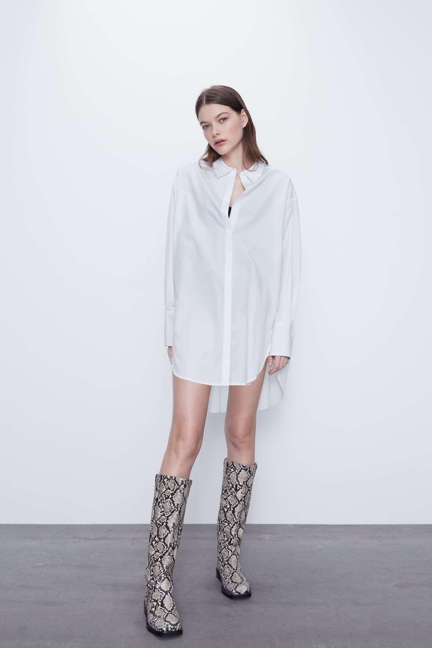 Camisa blanca de Zara (22,95 euros).