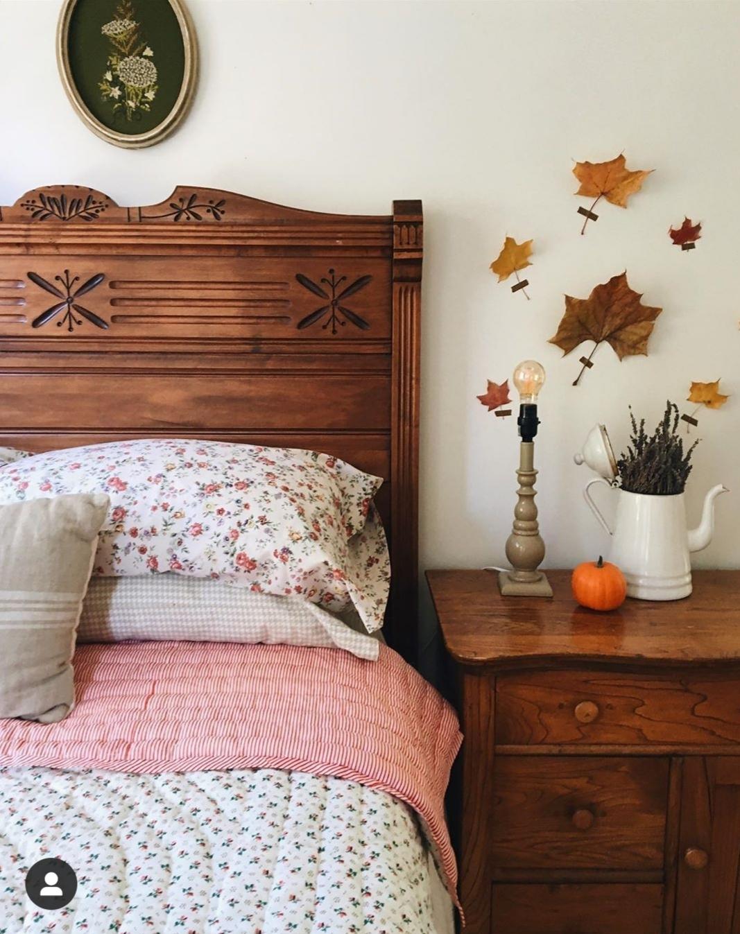 La combinación de la madera natural con los tejidos de hilo y...