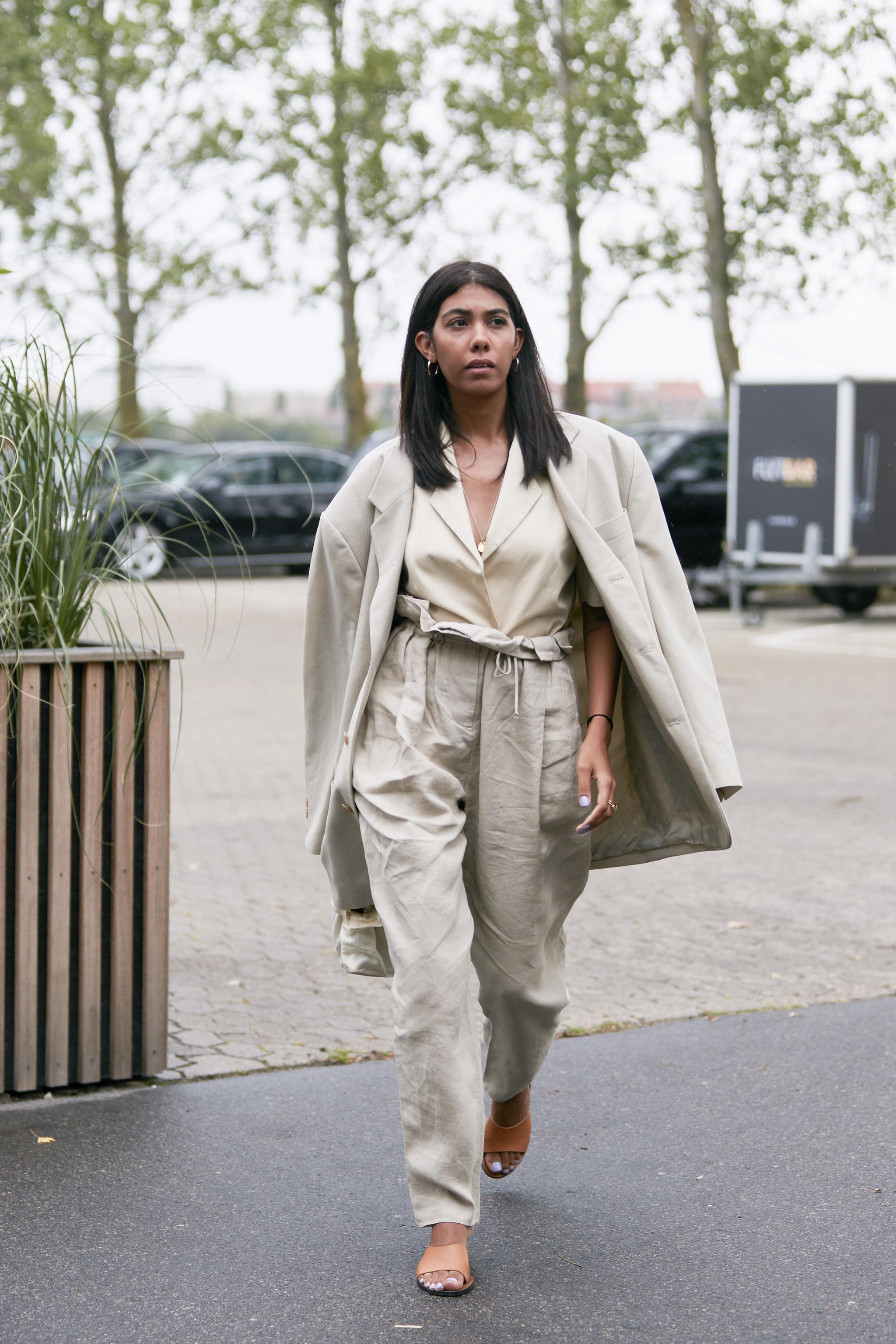 El pantalón de lino estrella que todas las editoras de moda y estilistas tienen en su armario.