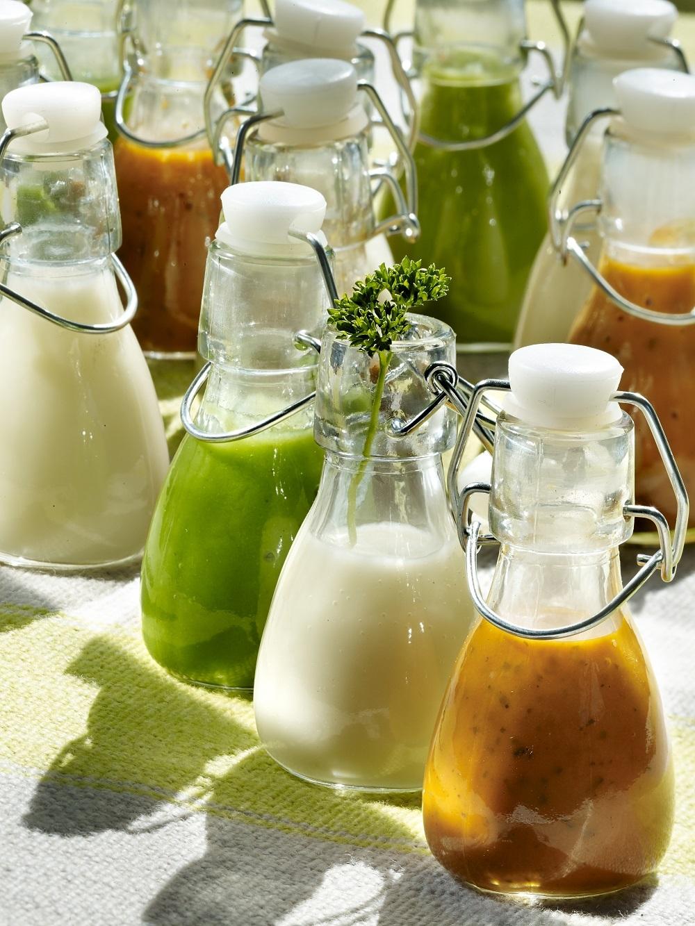 Smoothies verdes y blancos y de papaya y fresa, para un pelazo y uñas fuertes.