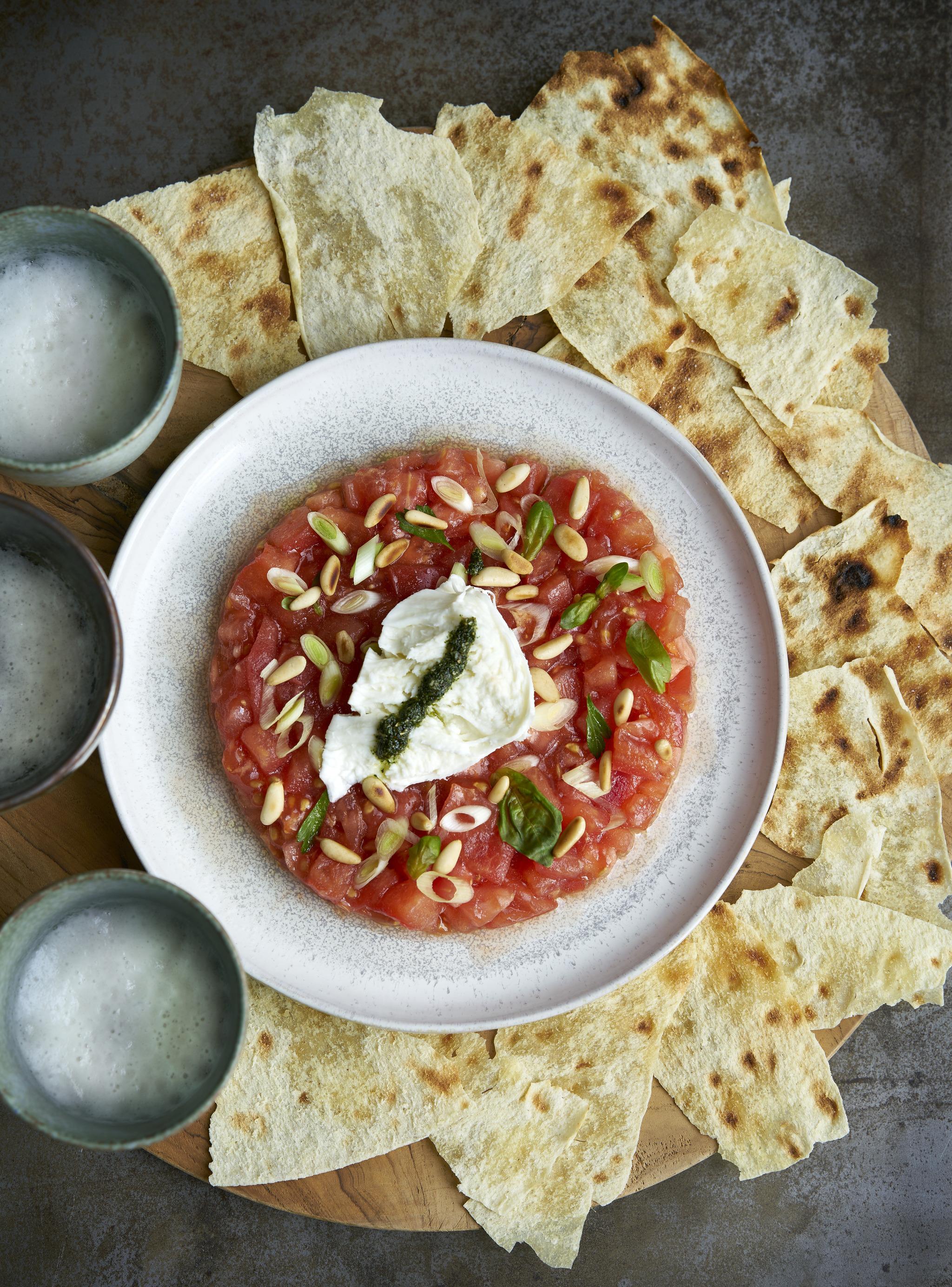 Tartar de tomate con gremolata.