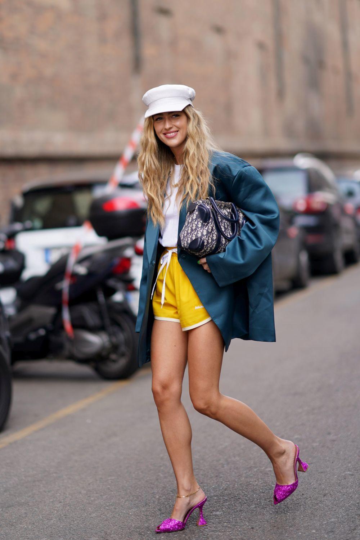 Emili Sindlev con shorts deportivos