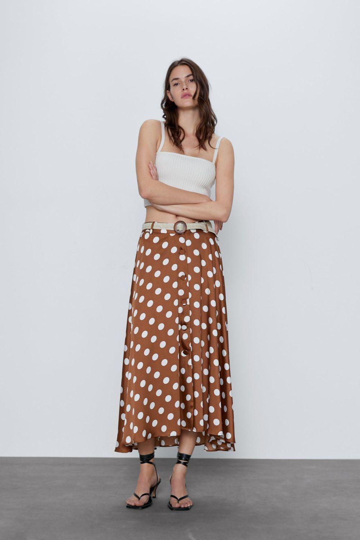 Falda de lunares de Zara.
