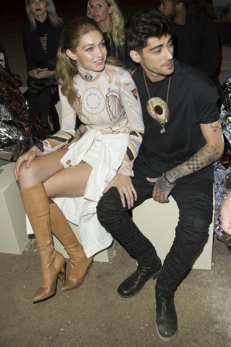 Gigi Hadid y Zayn Malik en el desfile de Givenchy en París en 2017.