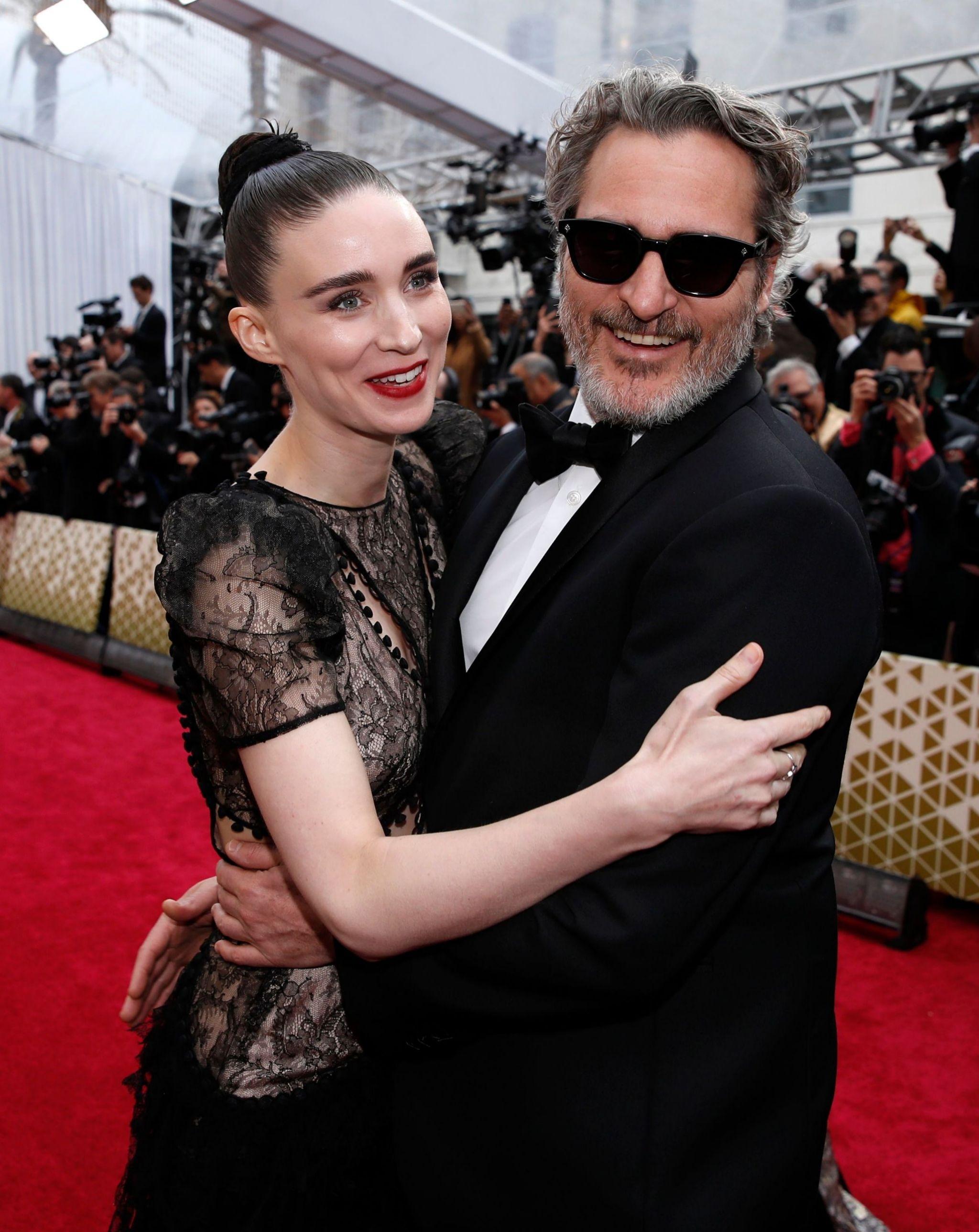 Rooney Mara y Joaquin Phoenix en la última gala de los Oscar en...