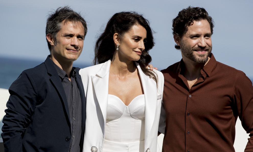 """Gael García Bernal, Penélope Cruz y Edgar Ramírez presentando """"La..."""