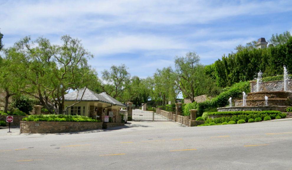 Entrada de la casa de los duques de Sussex en Los Angeles.