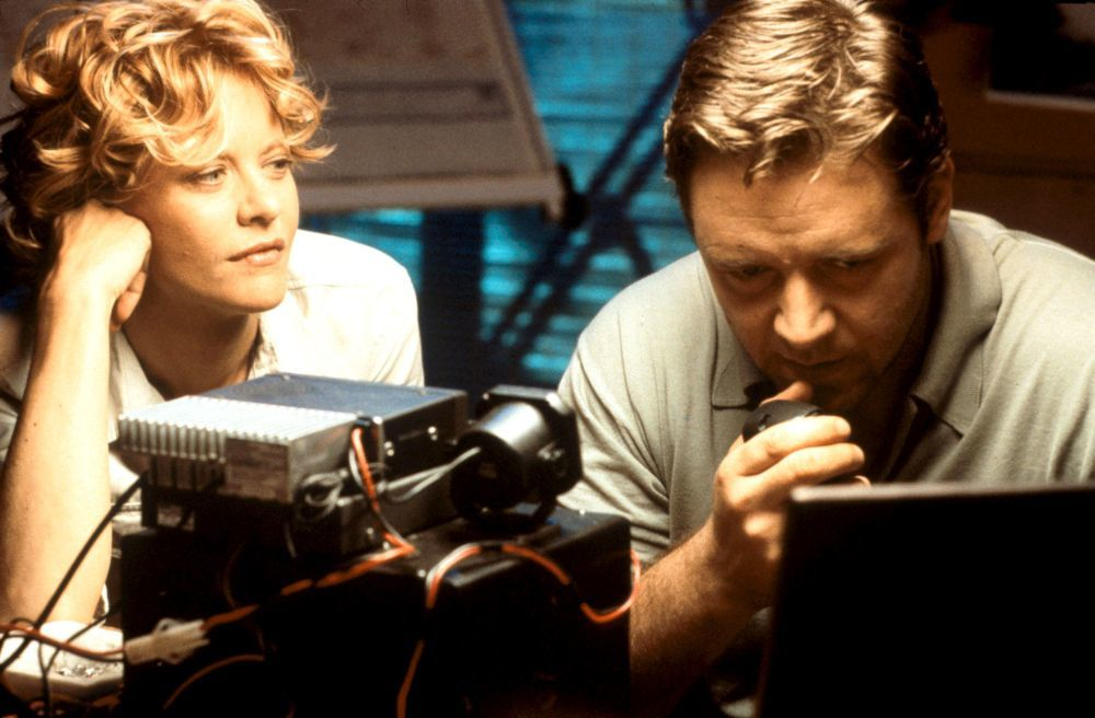 """Meg Ryan con este corte shaggy en el 2000 en un fotograma de la película """"Prueba de Vida"""" junto a Russell Crowe."""
