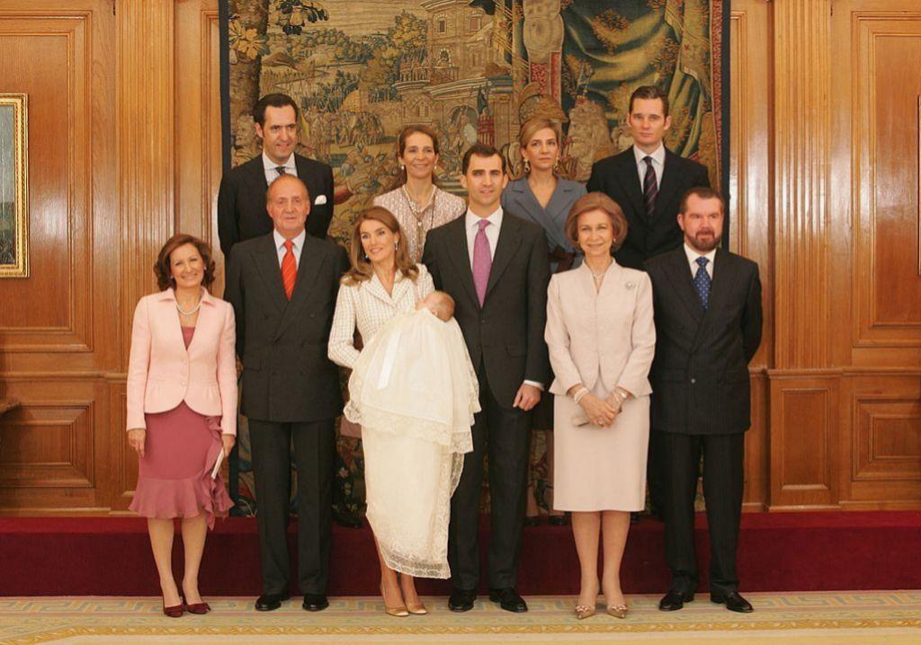 Foto de familia en el bautizo de la futura princesa de Asturias.