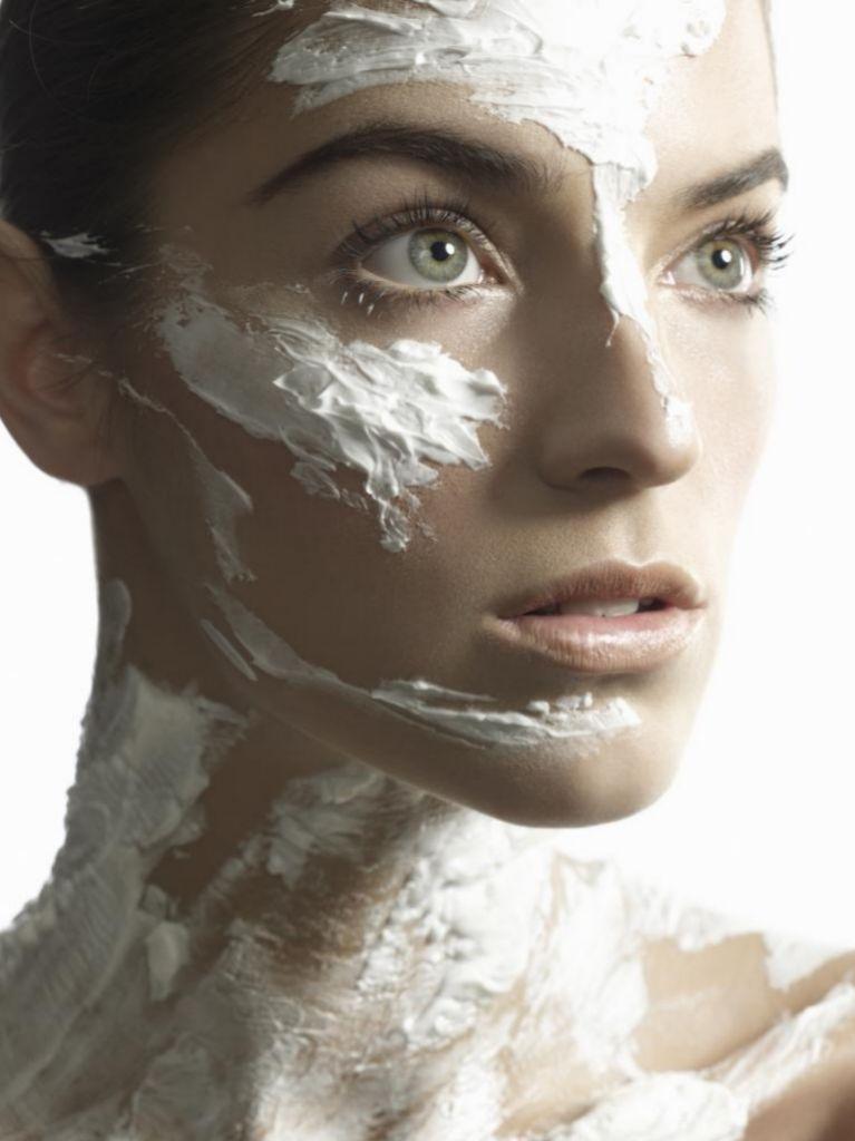 Las cremas con ácido azelaico se usan diariamente, y con menos frecuencia en caso de pieles sensibles.