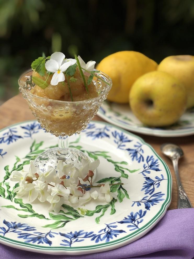 Compota de manzana con manzana caramelizada.