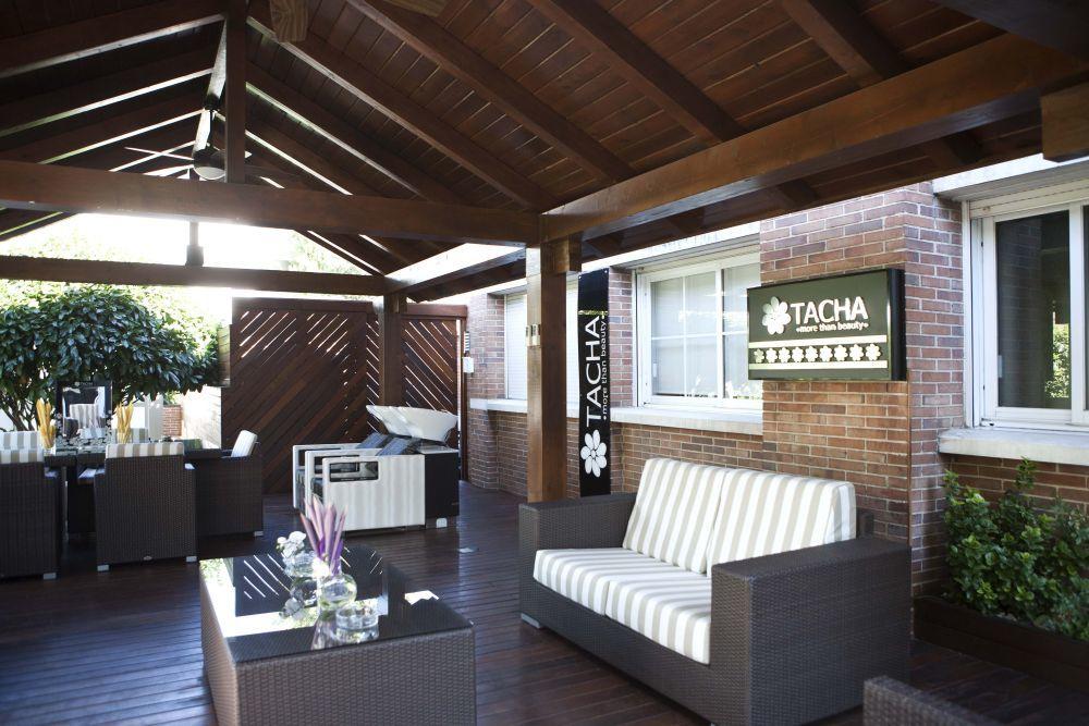 Terraza y espacio al aire libre para poner a punto tu pelo en Tacha Beauty de El Plantío en Majadahonda.