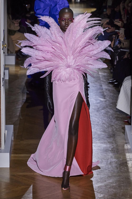 Una de las propuestas de Pierpaolo Piccioli para la Alta Costura de Valentino.