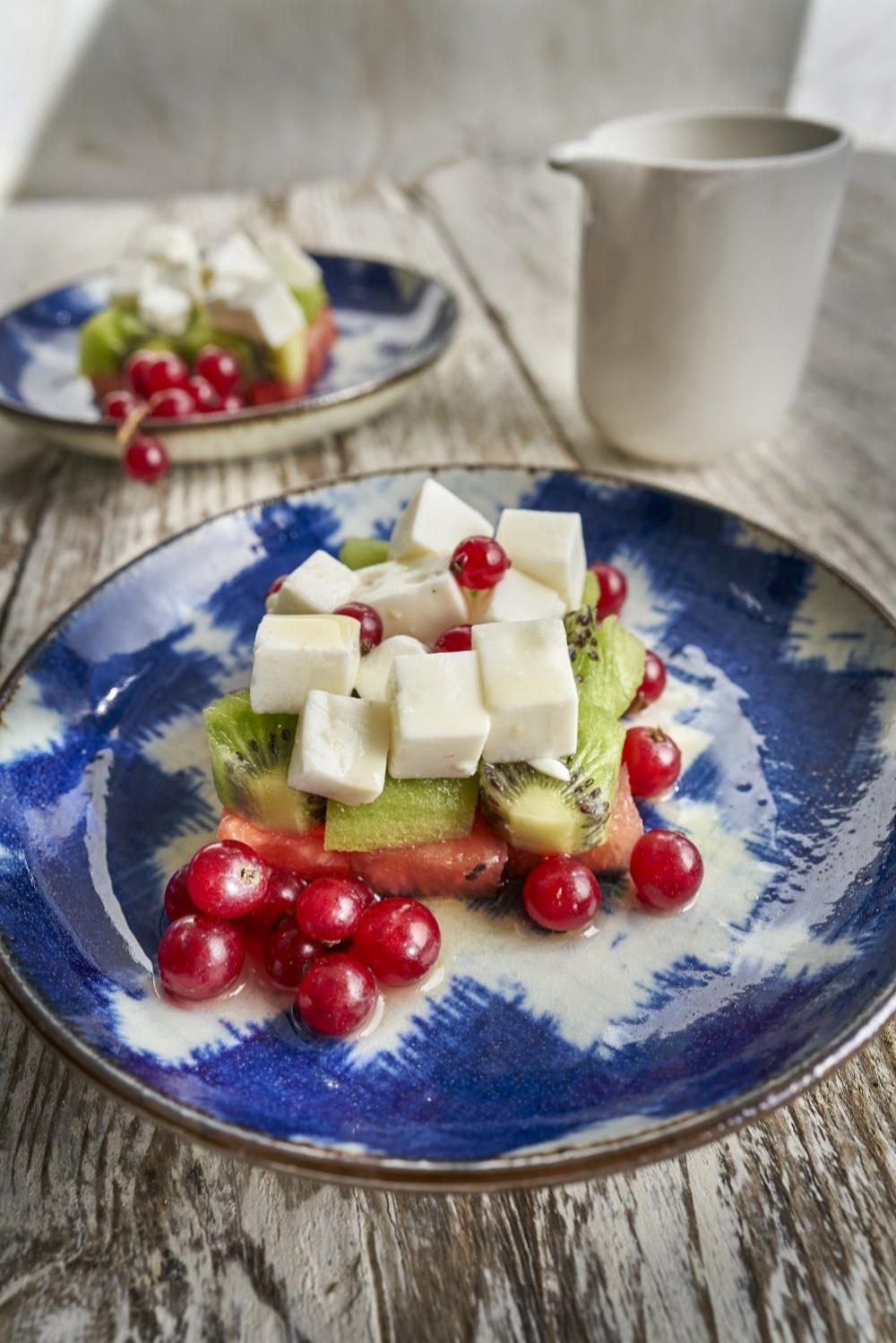 La proteína del queso de Burgos y las frutas es una excelente mezcla.