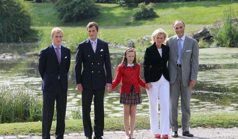 Joaquín, a la izda. de la foto, con sus padres y dos de sus hermanos...