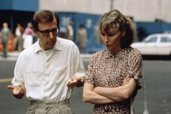 """Woody Allen y Mia Farrow en """"Hannah y sus hermanas""""."""