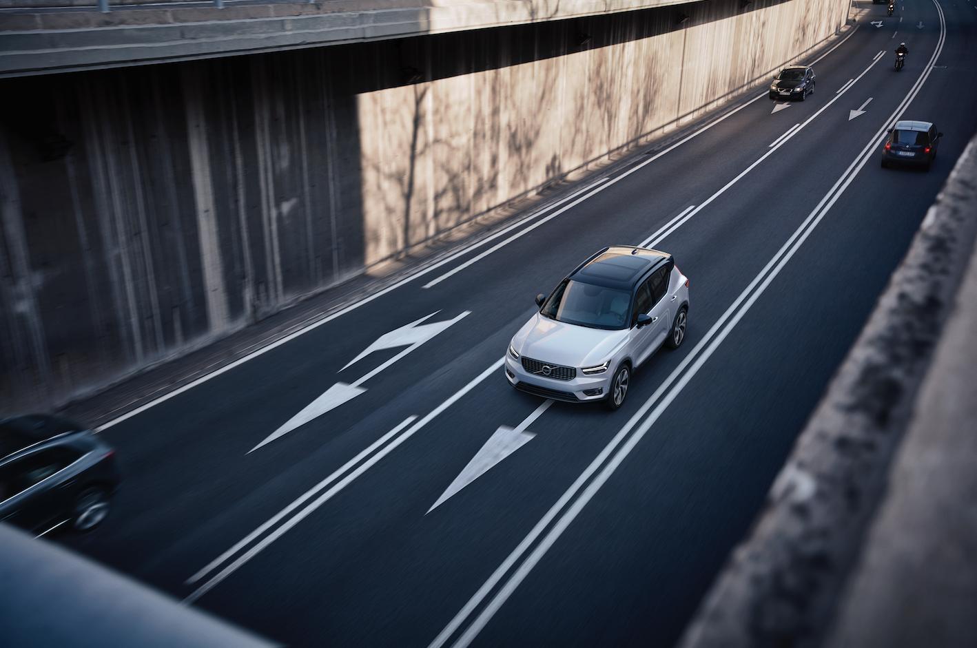 Con un diseño expresivo, un almacenamiento ingenioso y una tecnología inteligente, el nuevo Volvo XC40  ahora está disponible en una versión híbrida enchufable.