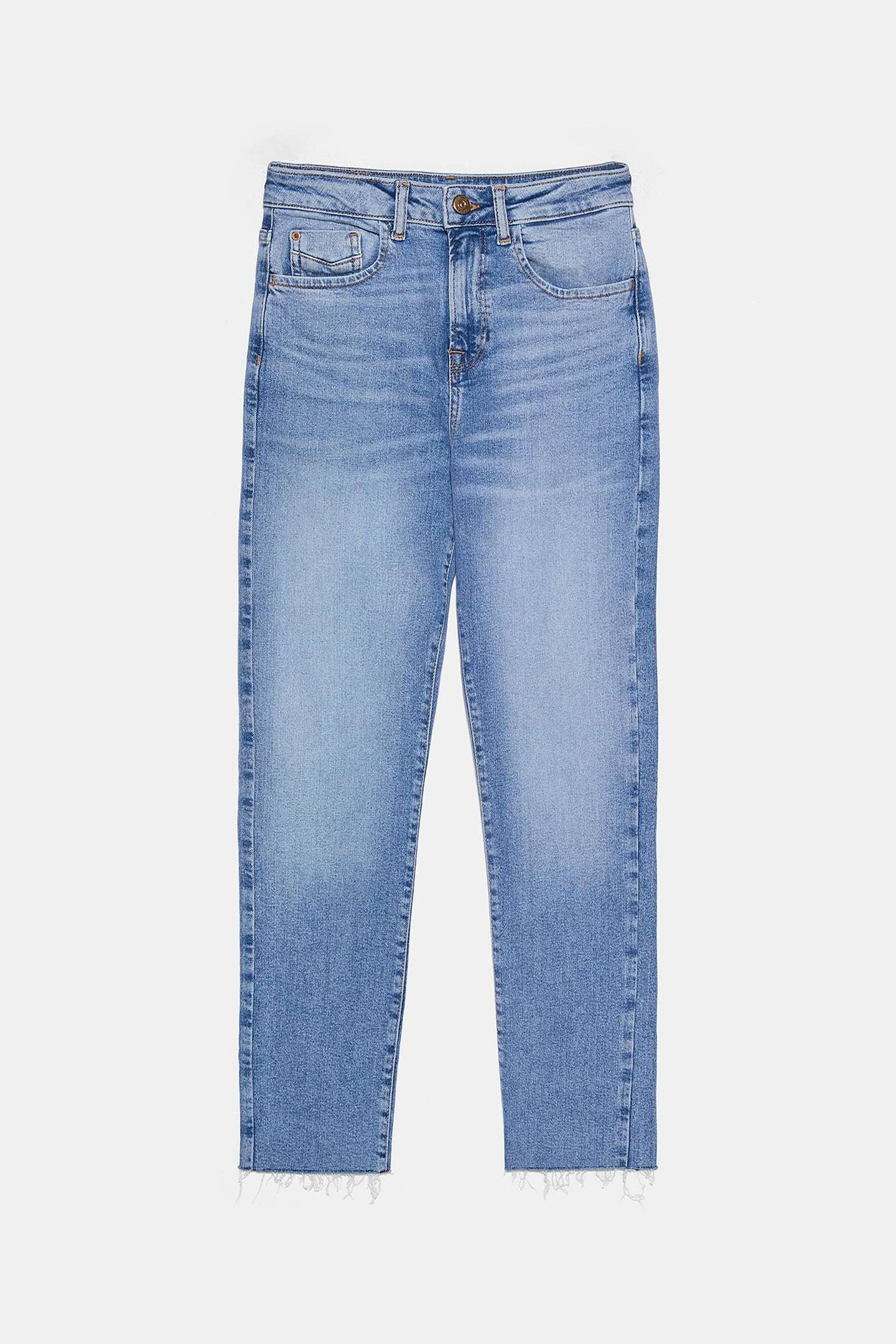 Pantalón recto de Zara (22,95 euros).