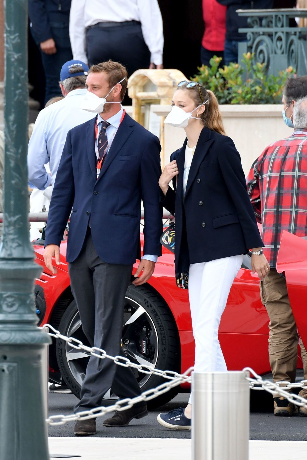 Beatrice Borromeo con zapatillas Superga.