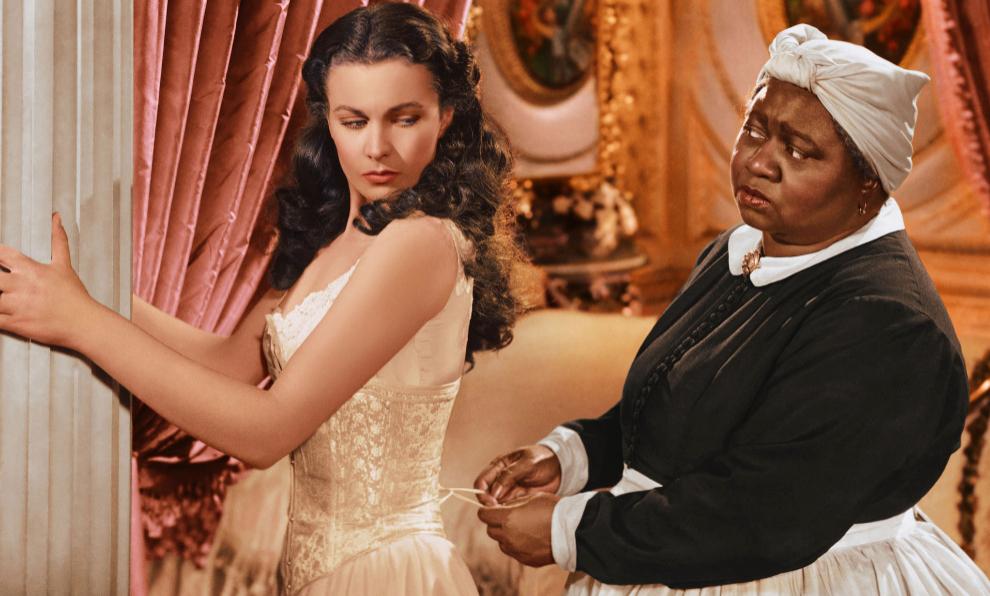 Vivien Leigh y la ganadora de un Oscar Hattie McDaniel en una escena...