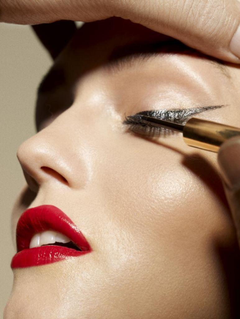 Para llevar el eyeliner con éxito no hay que tener en cuenta la edad, sino el estado de los párpados.