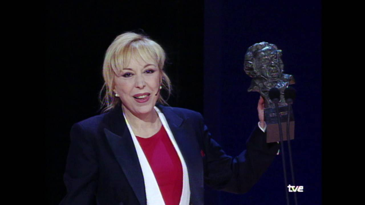 Rosa María Sardà con uno de sus dos premios Goya