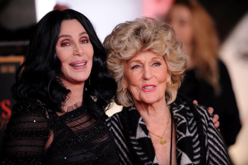 Cher, de 74 años, junto a su madre,  Georgia Holt, de 94.